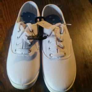 White canvas. Time and true shoes Size 7